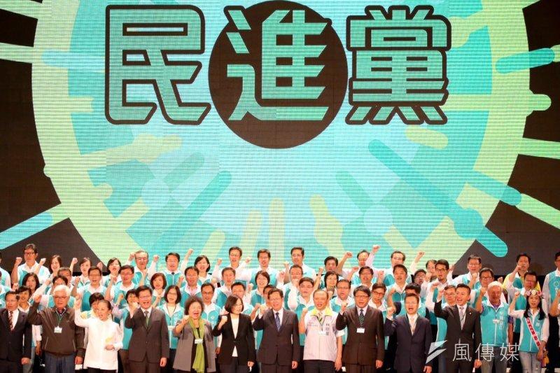 相對於國民黨補破網的臨時全國黨員代表大會,民進黨19日舉行全國黨代表大會,其實是重新訴說了一則民進黨崛起的道德故事。(蔡耀徵攝)