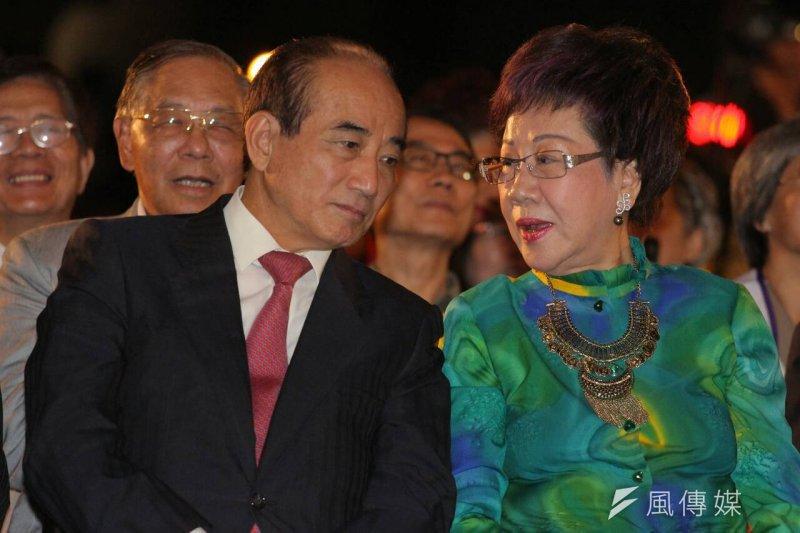 前副總統呂秀蓮的台灣和平中立大同盟20日晚間在凱道舉辦「世界和平,台灣萬歲」嘉年華晚會,立法院長王金平出席(葉信菉攝)