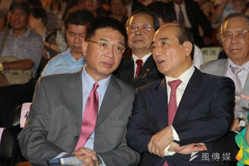 前副總統呂秀蓮的台灣和平中立大同盟20日晚間在凱道舉辦「世界和平,台灣萬歲」嘉年華晚會,媒體名嘴胡忠信、立法院長王金平出席(葉信菉攝)