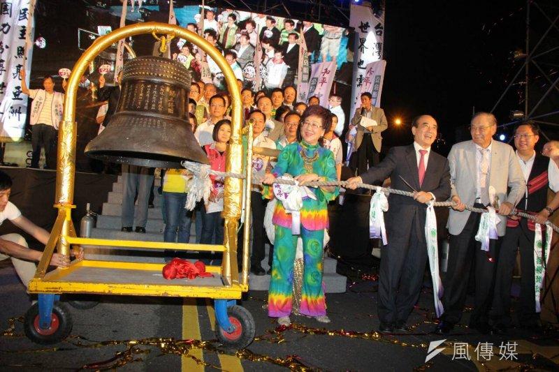 前副總統呂秀蓮的台灣和平中立大同盟20日晚間在凱道舉辦「世界和平,台灣萬歲」嘉年華晚會(葉信菉攝)