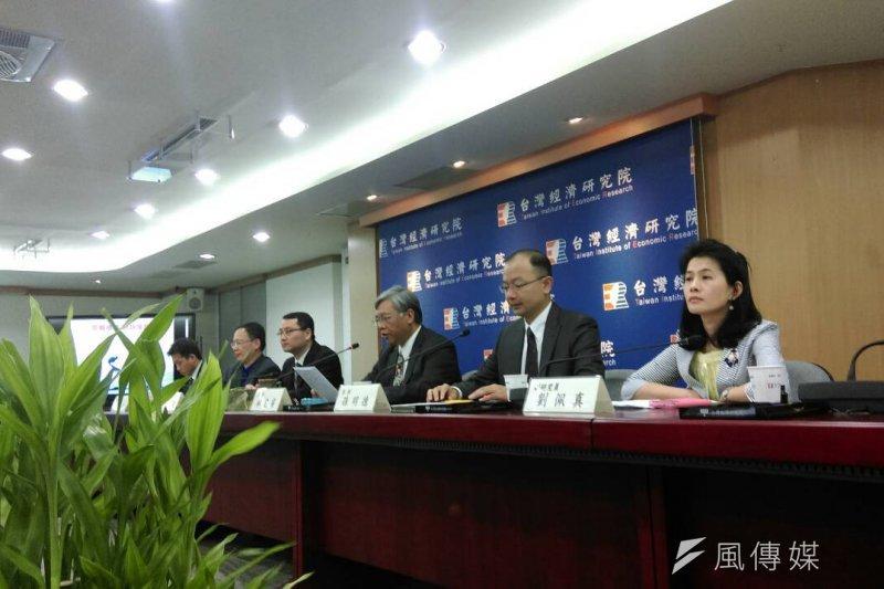 台灣經濟研究院25日公布9月景氣動向調查。(葉瑜娟攝)