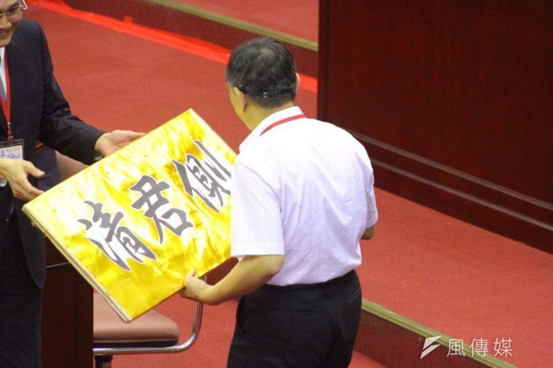 柯文哲市長辦公室幕僚涉及關說替代役,讓柯文哲在議會滿頭包。(曾原信攝)