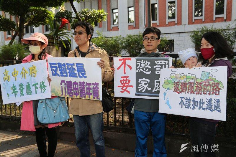 近年學校教師為爭取權益,抗議行動此起彼落,這是今年2月27日全教總抗議教師徵選儲訓遷調及介聘修法(楊子磊攝)