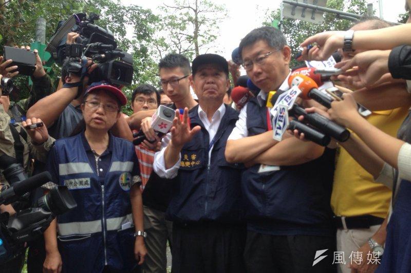 台北市長柯文哲視察杜鵑颱風災情。(王彥喬攝)