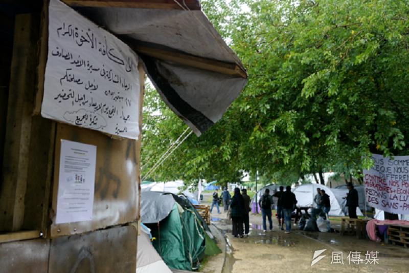 位於馬西米利恩公園的臨時難民營。(作者提供)