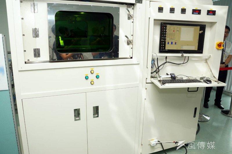 國家中山科學研究院6日發表首座自製的500瓦級高功率光纖雷射源的3D金屬列印機台系統,初步符合航太級材料使用標準。(蘇仲泓攝)