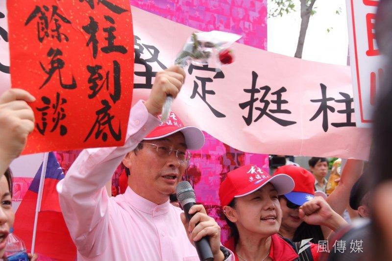 2015年10月7日,白狼張安樂現身國民黨中央黨部,力挺洪秀柱。(曾原信攝)