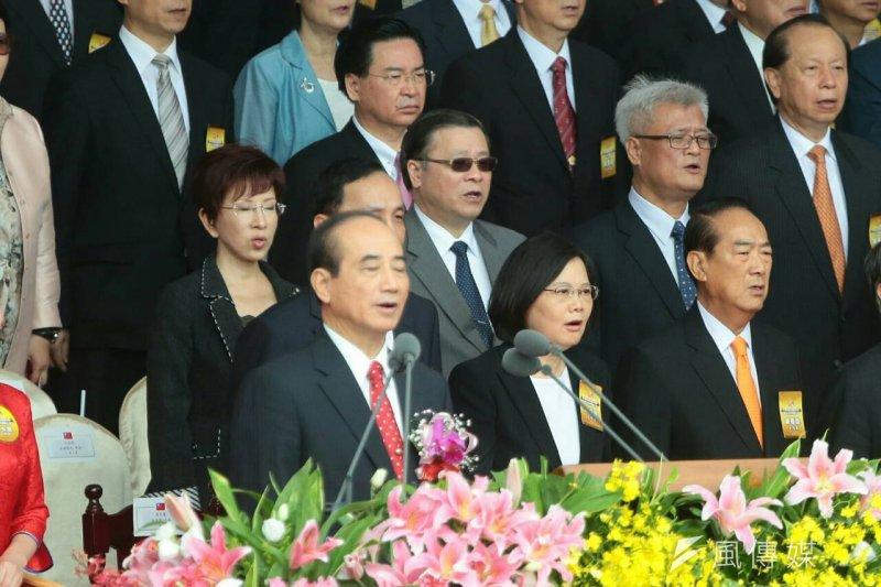 中華民國104年國慶大會,王金平、蔡英文、宋楚瑜、洪秀柱同台同台唱國歌(顏麟宇攝)
