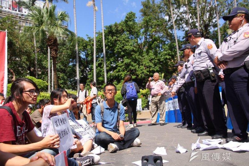 20151015-兼任助理納保處分撤銷,高教工會等勞團前往行政院抗議-曾原信攝