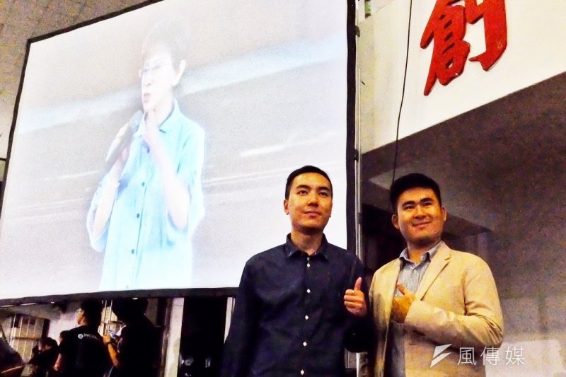 洪秀柱10月18日在建中舉行「國民廣場,我們的心聲」大會,王炳忠(右)出席(曾原信攝)