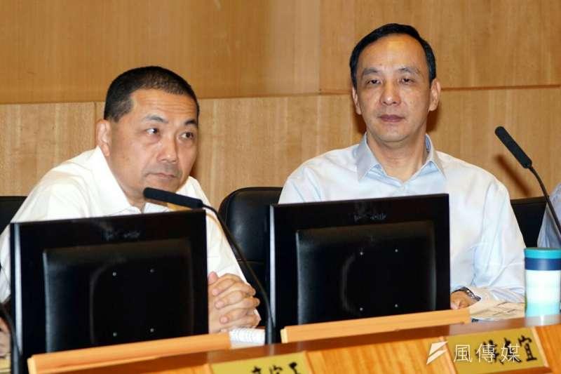 新北市長朱立倫宣布請假參選,並由副市長侯友宜(左)代理。(蘇仲泓攝)