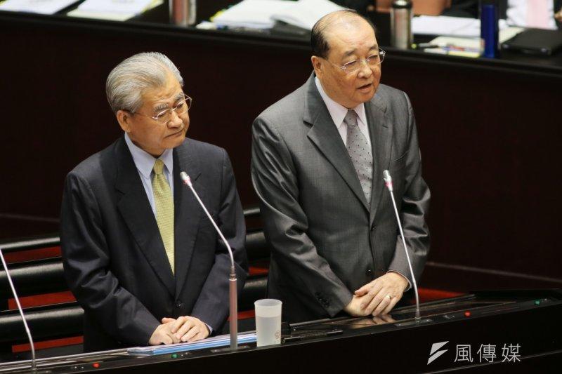文化部狀況不斷,部長洪孟啟(右)20日到立院備詢時也遭立委追問。(陳明仁攝)
