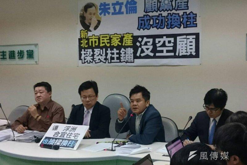 民進黨立院黨團20日召開記者會,左起新北市議員何博文、綠委李俊俋、莊瑞雄、陳其邁。(林瑋豐攝)