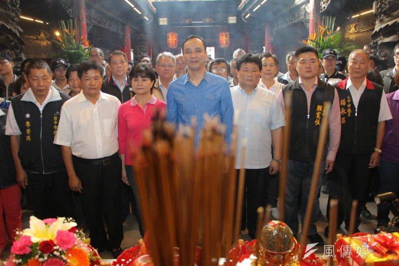 國民黨傳統上透過農會、漁會、同鄉會和宮廟信仰信仰組織的地方派系不斷流失(葉信菉攝)。