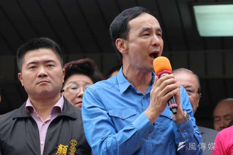 顏寬恒(左)宣布辭職副秘書長的時機,恰巧是朱立倫(右)宣布參選黨主席記者會的隔天,各界自然有許多猜測。(資料照,葉信菉攝)
