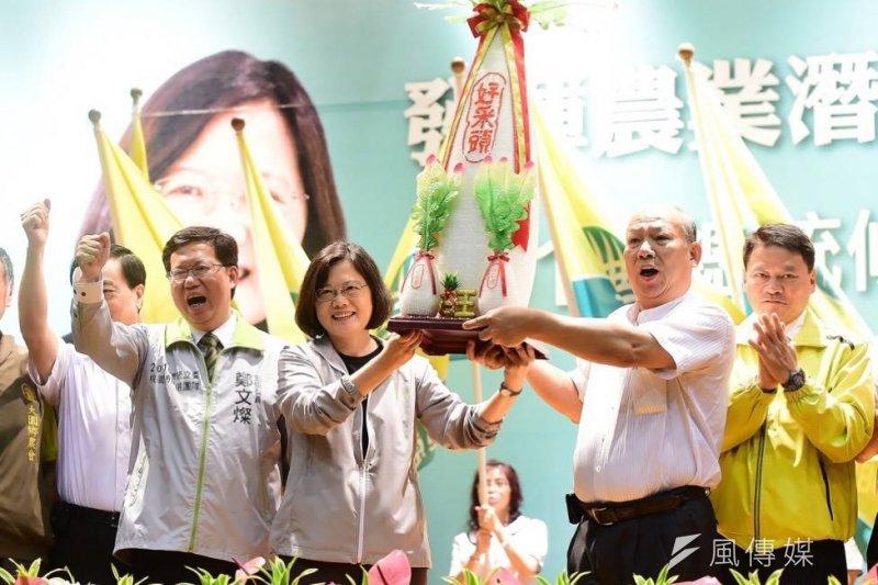 蔡英文24日出席桃園農漁業後援會成立大會。(取自蔡英文臉書)