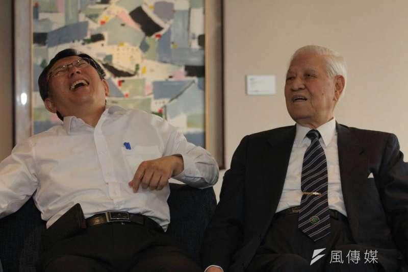台北市長柯文哲(左)自認在2014到2019年這段時間中,是和前總統李登輝(右)講話最多的人之一,這段「取經」的經驗,也讓他後續興起培養接班人的念頭與行動。(資料照,葉信菉攝)