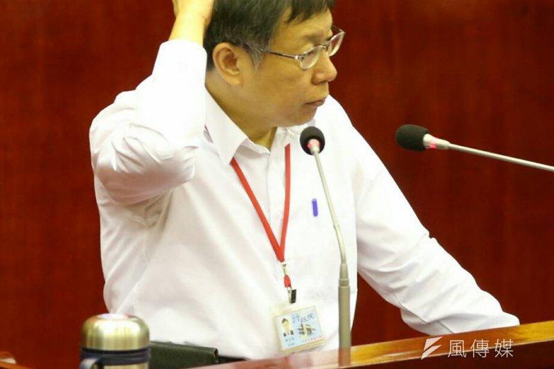 台北市議員要求鉛管戶水費緩漲,柯文哲回應「好啦好啦好啦」,但明顯看出仍有疑慮。(陳明仁攝)