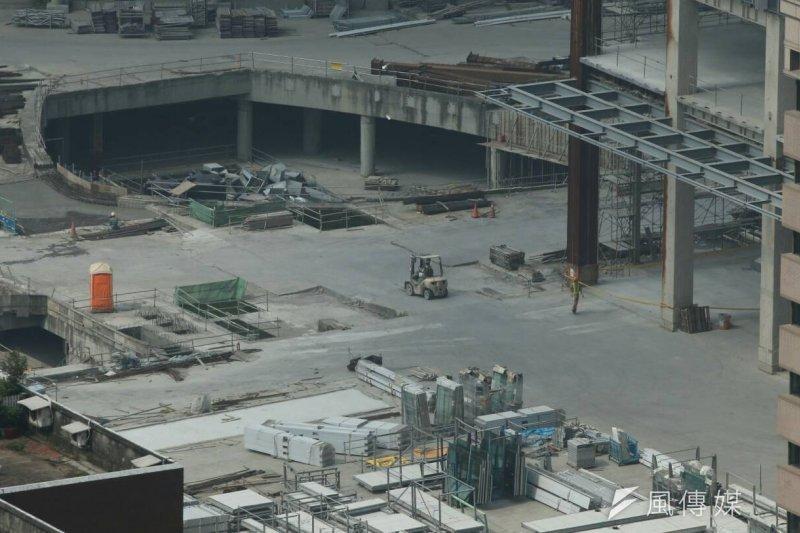 大巨蛋安全相關問題,台北市政府嚴格把關,針對數項公安問題,北市府採取重開都審方式。(陳明仁攝)