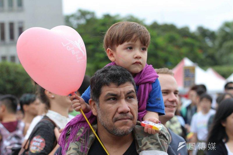 國際知名教養權威史提夫‧畢杜夫建議,如果家中女兒是同性戀,請給自己一些時間放棄一種想像,接受另外一種事實。(葉信菉攝)