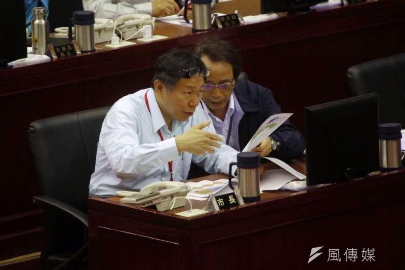 台北市長柯文哲到市議會備詢,右為副市長林欽榮。(蔡耀徵攝)