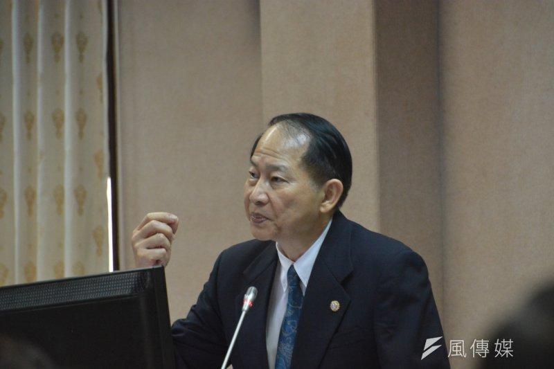 退輔會主委董翔龍表示,退輔會預計在2016年初以轉投資的公司合資成立保全公司,他希望能優先承攬國防部具有機密性的保全委外勤務。(朱明攝)