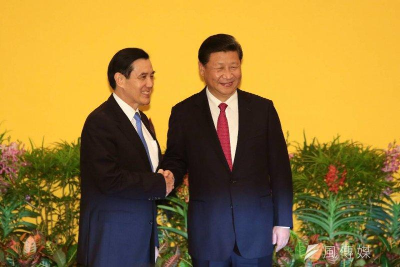 馬習會登場,兩岸領導人馬英九(左)、習近平歷史性的握手。(顏麟宇攝)