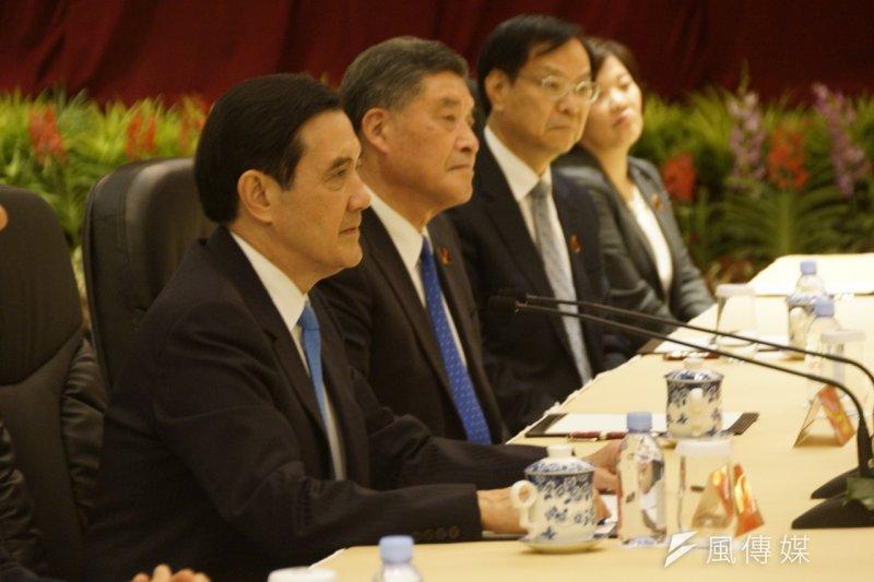 總統馬英九(左一)出席馬習會,與由中國國家領導人習近平帶領的團隊對談。(仇佩芬攝)