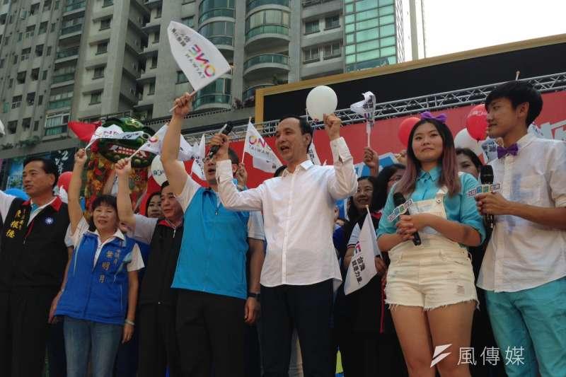 朱立倫7日下午前往桃園,參加「台灣倫讚出來」地方巡迴助講團起跑記者會。(羅暐智攝)