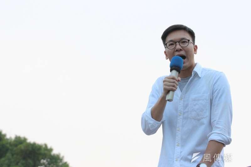 學運領袖林飛帆7日在「反馬習、反貨貿」大遊行上,直批總統馬英九喪權辱國。(葉信菉攝)