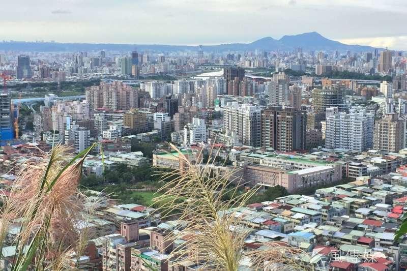 土壤液化潛勢查詢系統14日上線,台北商業會理事長王應傑表示,短期房市至少下殺15%。(呂紹煒攝)