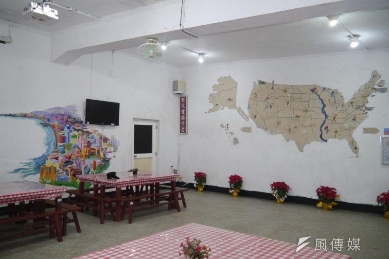 馬祖發現53年前美軍顧問團所繪製的美國地圖,該連官兵在另面牆上畫上融合基隆港到馬祖補油庫的「回家之路」(朱明攝)