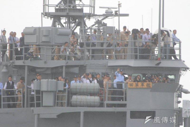 國軍聯合海巡署護漁操演,馬總統搭乘田單艦(葉信菉攝)