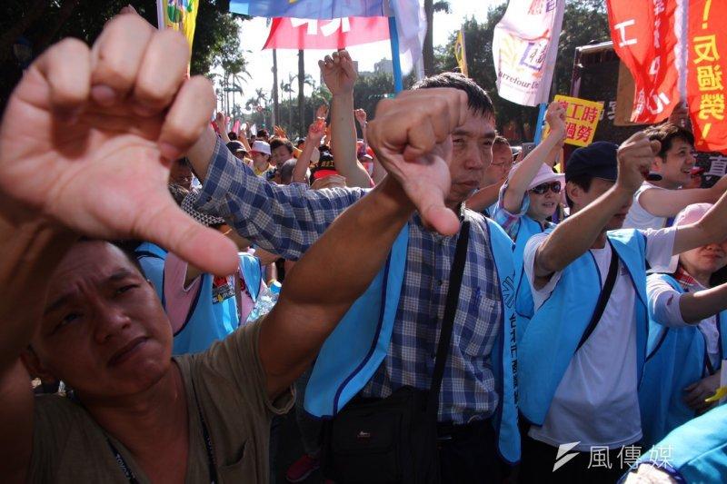 社運及勞工團體一年一度秋鬥遊行。(曾原信攝)