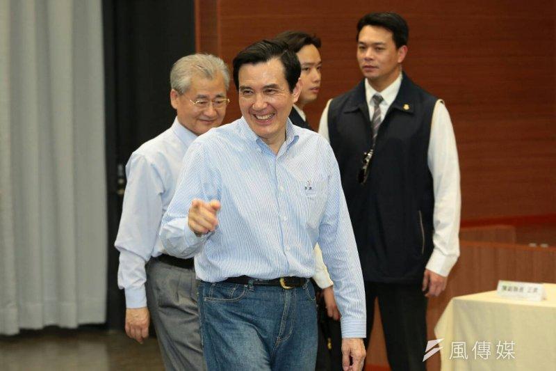 總統馬英九(前)安排「節能減碳之旅」,邀請國內媒體主管隨行,希望呼籲各界注意減碳的重要性。(資料照,顏麟宇攝)