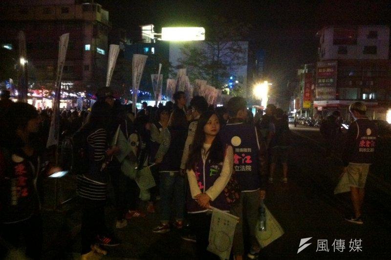 金門大學學生是民進黨的重要票源,民進黨立委參選人陳滄江的陣營,就有不少金門大學學生。(顏振凱攝)