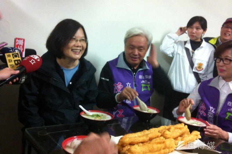 民進黨總統候選人蔡英文3日在金門與黨籍立委候選人陳滄江共進早餐。(顏振凱攝)