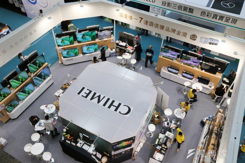 很多國家都想發展IT產業,但少見成功。台灣的IT產業是如何發展起來的?圖為104資訊月電腦展(陳明仁攝)