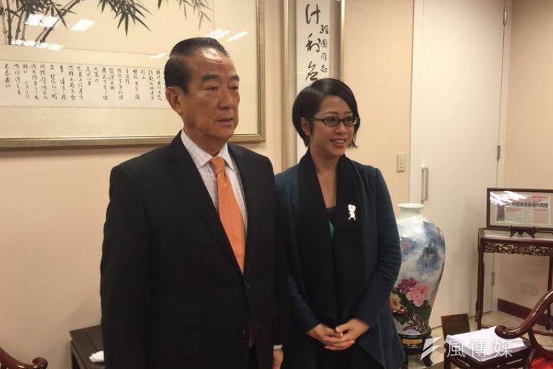 社民黨立委候選人李晏榕拜訪親民黨主席宋楚瑜,爭取支持。(夏珍攝)