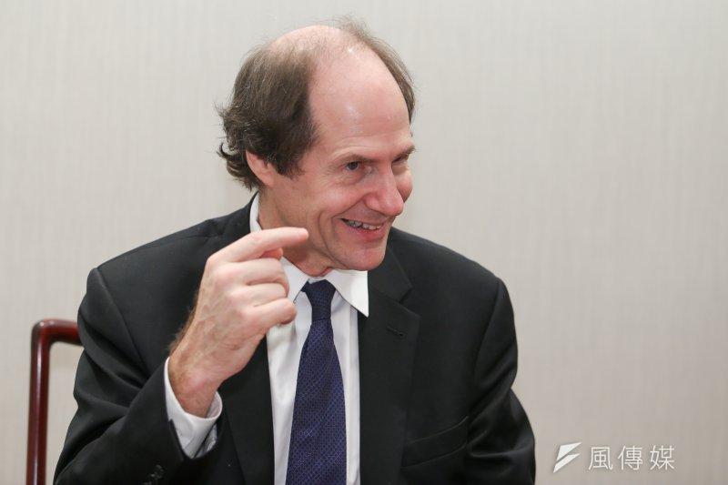 哈佛法學院教授凱斯.桑思汀(Cass R.Sunstein)談起他最廣為人知的「司法最小主義」,細膩而謹慎的談吐讓人印象深刻。(陳明仁攝)