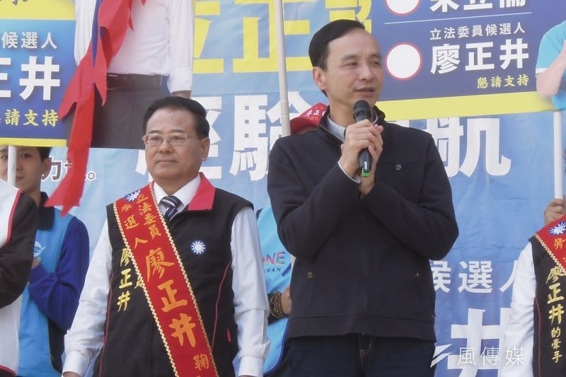 國民黨總統候選人朱立倫(右)12日回到老家桃園,替黨內立委廖正井(左)站台。(周怡孜攝)