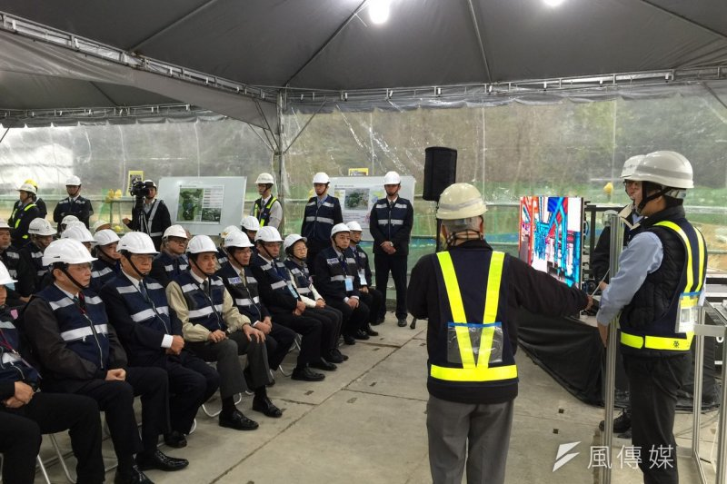 總統馬英九16日下午赴「國家生技園區」視察,花10分鐘痛批中研院重大工程延誤。(仇佩芬攝)
