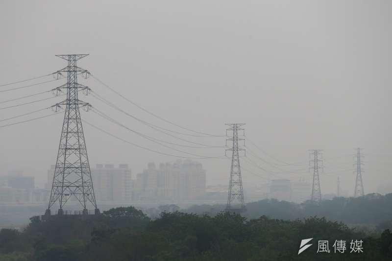 元旦連假第1天,台灣受到中國霾害及境內空氣污染物的雙重影響,中南部空氣品質糟糕。(資料照,陳明仁攝)