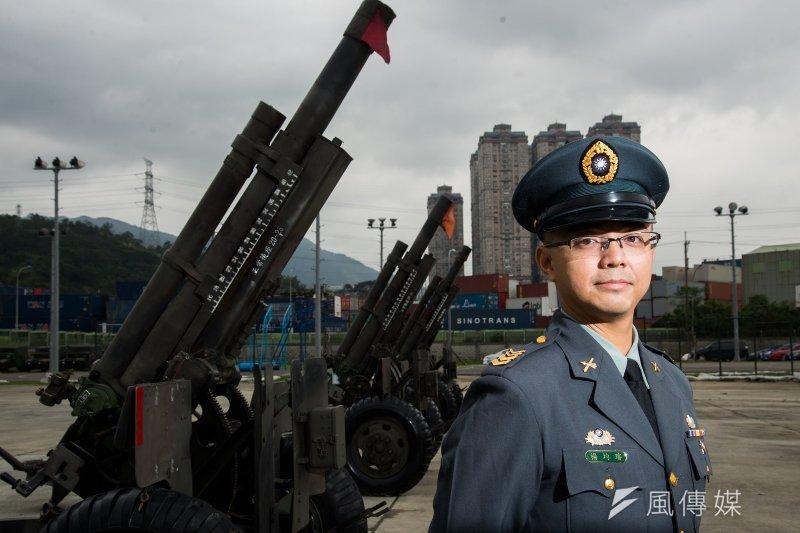 關指部禮砲連士官督導長楊均璿是禮砲典禮執行的靈魂人物之一。(圖/林俊耀)