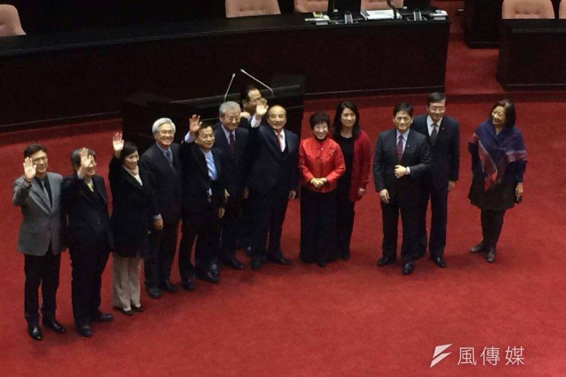 第8屆立法院第8會期18日立法院長王金平的議事鎚敲下後,宣布散會。(周怡孜攝)