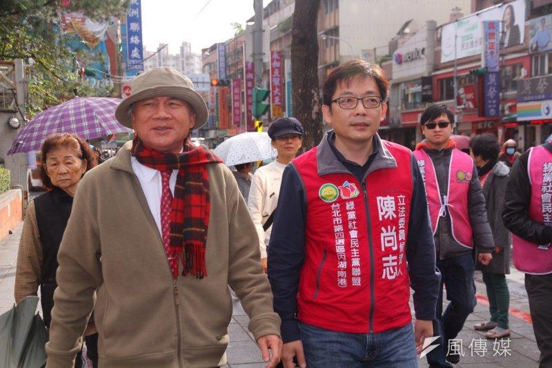 民進黨前主席林義雄(左)為綠社盟台北市立委候選人陳尚志站台。(曾原信攝)