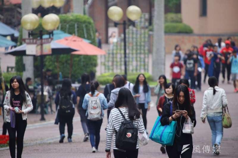 作者認為,根據教育部統計處在107年5月公佈的推估數字,109學年度大一新生數較108學年度再減少2萬4,465人(降幅10.2%),為21萬6千餘人,為降幅最大的一年。(資料照,蔡耀徵攝)