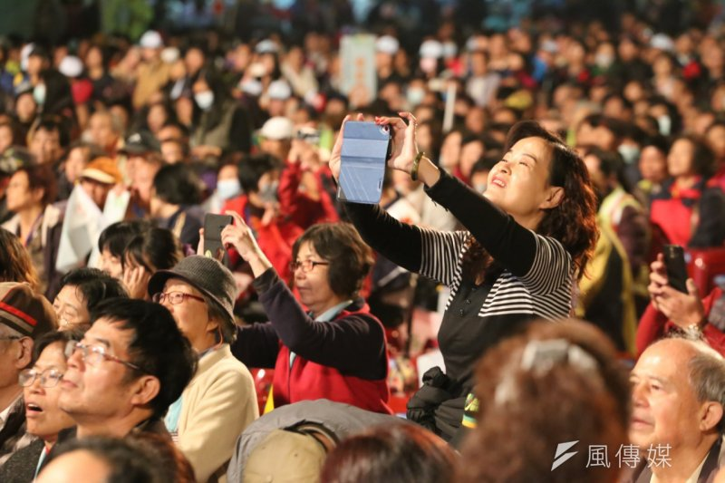 圖為總統大選期間,民進黨「迎向未來.點亮台灣」造勢晚會。(資料照/丁志寬攝)