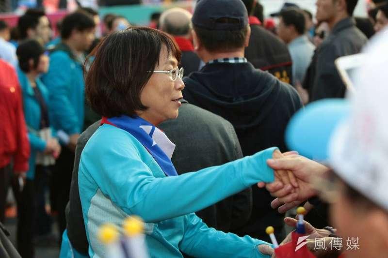 選前黃金週末,國民黨9日下午在台北舉辦「為台灣安定而走 你,就是力量」大遊行,遊行隊伍分成愛、希望、團結等三條路線,最終在自由廣場會合造勢。王如玄。(顏麟宇攝)