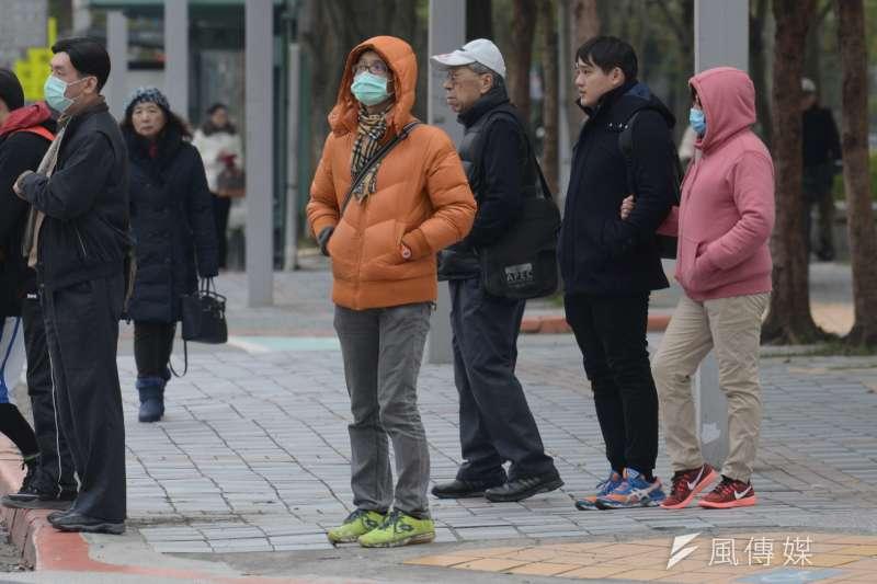 中央氣象局氣象預報中心主任呂國臣3日表示,今年冬季(2019年12月到2020年2月)氣溫預計是正常偏暖,雨量則預計是正常值。示意圖。(資料照,林俊耀攝)